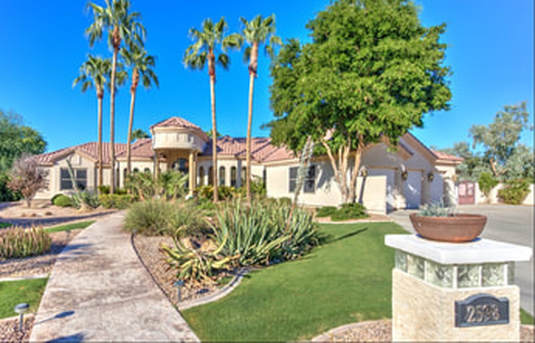 Luxury custom home offer in Chandler Arizona by the Darwin Wall team.